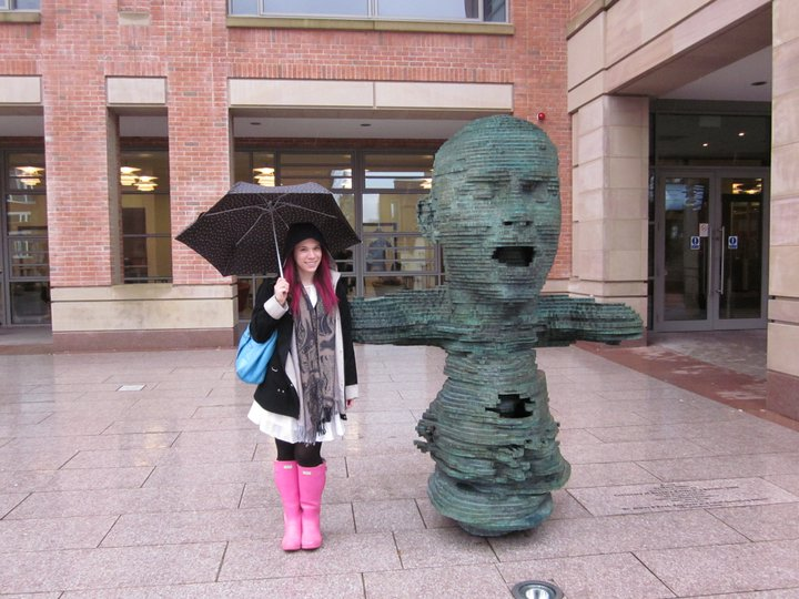 Hey look, it's Kira! In Belfast!