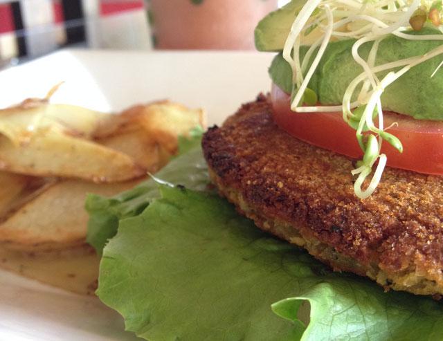 El Chante Vegano's Chickpea Burger