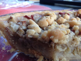 Vegan rhubarb pie